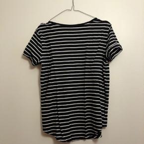 Stribet t-shirt fra H&M i str. S