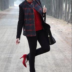 Ternet Vinterjakke. NY bikerjakke I uld/skind m tern. Str M. Super smuk fra Zara. Købspris: 1199 kr