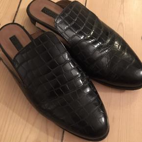Sorte loafers fra Topshop. Brug i en periode, men ellers i rigtig fin stand.