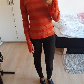 Orange rød stribet bluse med glimmer tråde.