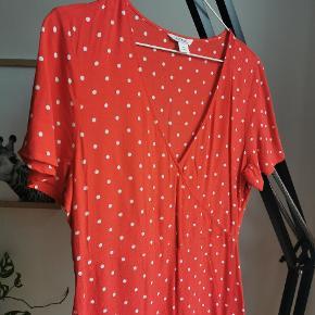 Smuk kjole, passer en str M. Ingen fejl/mangler.