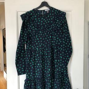 Kjole fra Frakmemt i S/M  Køber betaler fragt eller det kan afhentes i Århus