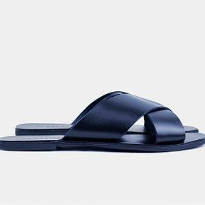 Mørkeblå sommer læder sandaler fra Redesigned 🌞🌞🌞
