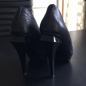 Smukke stilfulde sko fra Alexandre Wang, str.40 brugt få gange. Nypris 5000,- sælges for 700,-