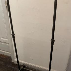 Rackbuddy Tøjstativ. Super fint til overtøj. Højde 145 cm, brede 60 cm