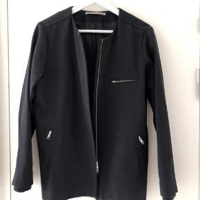 Lækker jakke fra Tiger Of Sweden  Nypris 3.200,00.  Brugt men god stand.  Str 38