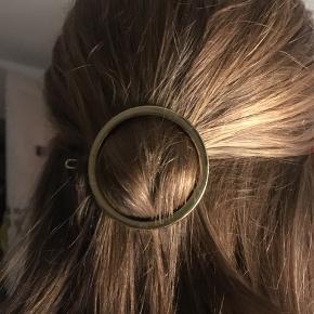 Sødt guld hårspænde, som aldrig er blevet brugt😇 (køber betaler for fragt)