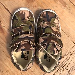 Børnesko/sneakers i bred model  str. 23, 25, 26 og 29 fra Arauto RAP i Camouflage print - helt nye   Nypris: 599,-