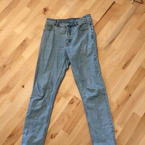 Mom jeans fra monki, lækker lyseblå farve