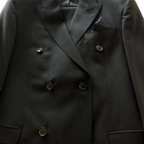 Dobbeltradet suit.