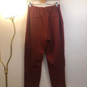 Røde office bukser fra ZARA, str. M, 120 kr