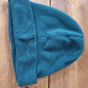 Flot uld og cashmere hue. Størrelsen er onesize.