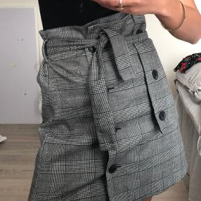 ZARA nederdel. Fejler intet.  Se gerne mine andre annoncer 💛