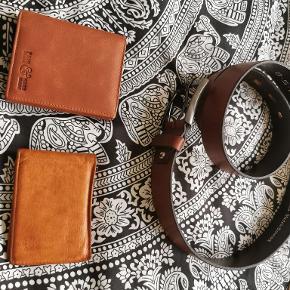 Pung 1: fair trade læder, håndlavet, brugt, pris: 80 kr Pung 2: læder, brugt, pris: 50 kr