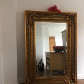 Super flot og antik spejl, købt for ca. 4-5 år siden på Vesterbro. Sælges hurtigt da jeg er igang med at flytte og jeg desværre ikke har plads til det længere. Skal afhentes i Valby.