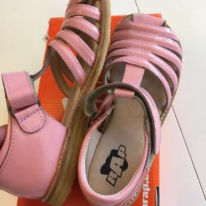 Arautorap sandaler Str. 32 Nye i æske Kun prøvet på - aldrig bruge