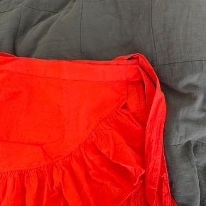 Flot slå om nederdel fra Ellos i str. S. Nypris er 399, kom gerne med bud :)