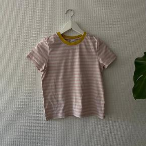 Fed t-shirt med kontrast farver ✨  NB: Prisen er fast & eksl. fragten.  Tager derfor ikke i mod bud.