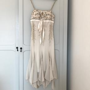 Superbe robe de cocktail Couleur crème Taille S Jamais portée  Prix d'achat:500.- Marque: Apart