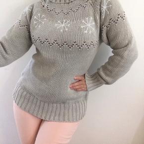 Super fed grov chunky strik sweater i typisk nordisk design. Jeg er en str m på billedet, og den er for stor til mig, men måske en lidt lille xl.