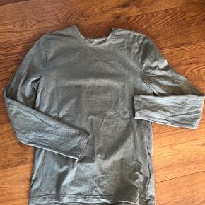 H&M crewneck, langærmet slim fit t-shirt.  Aldrig brugt.