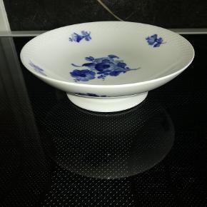 Sælger denne smukke kageopsats..Blå blomst