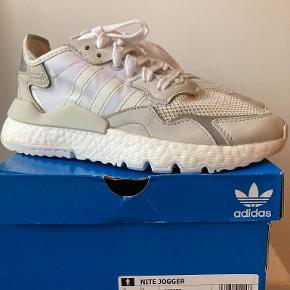 'Adidas Nite Jogger 3M', i fin stand, brugt ret lidt, nypris kr. 1.049,-