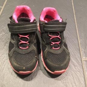 ba242eb68a14 Vandtæt pigesko str 29. Den ene sko har en rift. Fin til reserve.