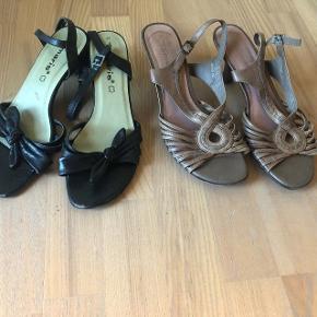 Tamaris beige sandaler. Sælges for 50 kr. + 35 kr. dao porto. (Jeg har også et par i sort til salg på min profil, se særskilt annonce). Pris for begge par i samlet handel 135 kr. inkl. dao porto. Overdel i skind. Slingback strop så sandalen sidder perfekt på foden. Stødabsorberende mellemsål. Hælhøjde ca. 6 cm. Ikke brugt meget, men har fået nogle få skrammer, der er stadig mange timer i dem, og hælene er også ok. Nypris 700 kr. pr. stk. Jeg rydder op og sælger billigt.