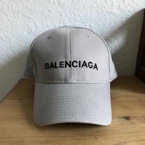 Sælger en næsten ubrugt Balenciaga cap som er fra FW 17. Nypris var 2200 kr. Byd!