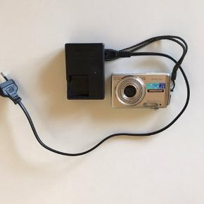 Fint Olympus digital kamera Oplader, SD card og batteri medfølger  Se billeder for detaljer 😊