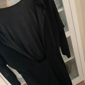 Np 349,- Fin kjole fra Zara med udskæring i ryggen