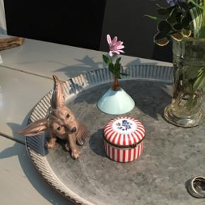 Lille lyseblå vase koster 55 kr. Dahl Jensen figur nr. 1236 ørkenræv 1. Sortering  koster 750, - 🌺