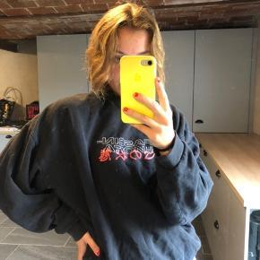 Fed sweatshirt fra ASOS. Str. M Byd