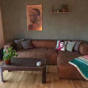 Super fedt industrielt sofabord i jern sælges   Mål: 45x60x120cm  https://moebelmutter.dk/shop/sofabord-med-patina-206p.html  Nypris 4000kr