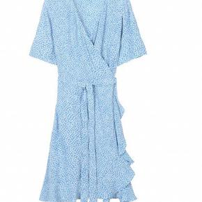 Smuk slåom kjole fra Boii Studio. Brugt 2 gange. Fremstår som ny.