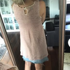Str. 1  Alt mit Odd Molly tøj er sat meget billigt i forvejen, som kom gerne med seriøse bud.  Billeder og mål sendes kun til dem der har en oprigtig interesse for køb :)