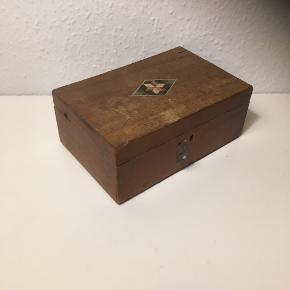 Kasse fra gamle dage  Skattekiste ? Trækasse   20x13x10  Sender gerne   Se flere annoncer