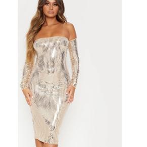 Kjole fra Prettylittlething sælges! Helt ny og aldrig brugt!!✨✨✨
