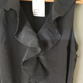 Grå kjole fra HxM str 40, aldrig brugt.  60kr, sender gerne mod Porto.