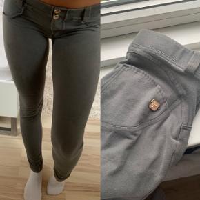 Sælger mine elskede Freddy-bukser (str. M)  da de er for store til mig lige pt.. De er brugt, men stadig i virkelig fin stand.🌸