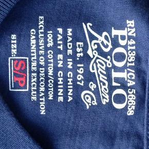 Blå RL T-shirt med v-hals Aldrig vasket eller brugt, men tagget mangler