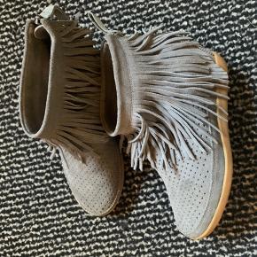 Mega lækre støvler fra Shoe The Bear. De er aldrig brugt og fejler ingenting.  Np 1.200 Mp 300