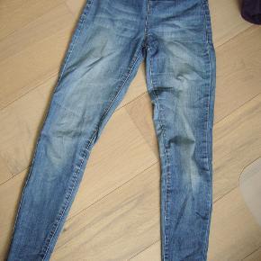 Fede jeans str. S/M fra Pieces