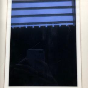 Hej, Jeg sælger min iPad air 2, 16gb da jeg ikke får den brugt mere. Den er farven guld. iPad'en er ikke brugt så meget og fremstår i helt fin stand (Skriv pb for billeder).  Byd