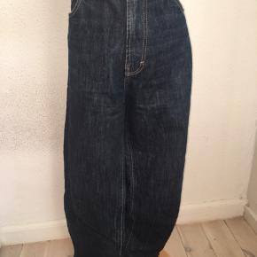 Bape jeans i størrelse w36 l34. Lille logo på baglommen.