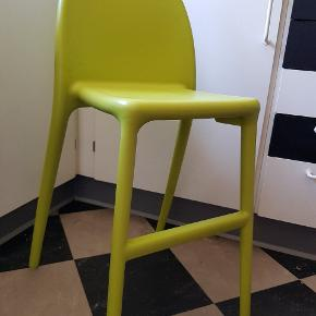 IKEA juniorstol i grøn plastik.. Har 2 stk.. I god stand