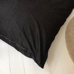 Flot Fatboy / Sækkestol i god stand. Har lynlås til aftageligt bomuld/hør  betræk. Har bomulds pude indeni. Mål:  158x117 cm