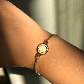 MARC BY MARC JACOBS - CREAM DISC BRACELET.