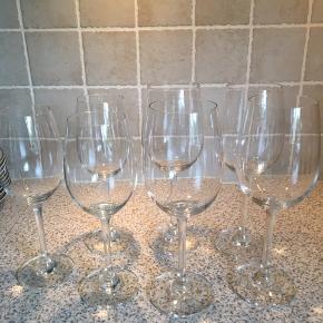 Vinglas Fejler ingenting 3 hvidvin 4 rødvin  Alle glas for 45 kr